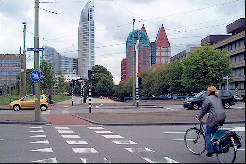 Fietser op kruising Den Haag 2003