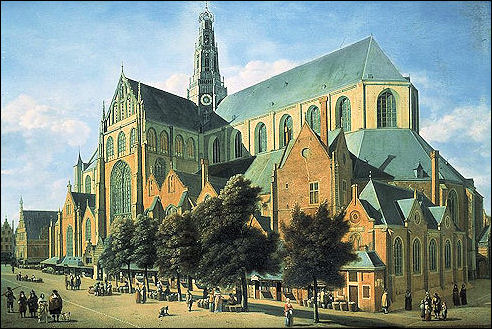 Grote of Sint-Bavokerk vanaf de Groenmarkt in Haarlem