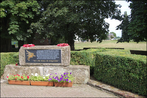 WO2-monument bij Oude Kerk