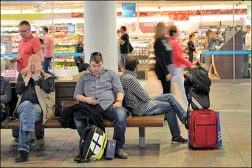 Reizigers in station Rotterdam