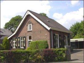 het huis waarin de koster- schoolmeester Godron ooit woonde (h2315)