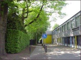 het voetpad vanaf de Reinaldstraat naar de Kerkstraat (h2316)